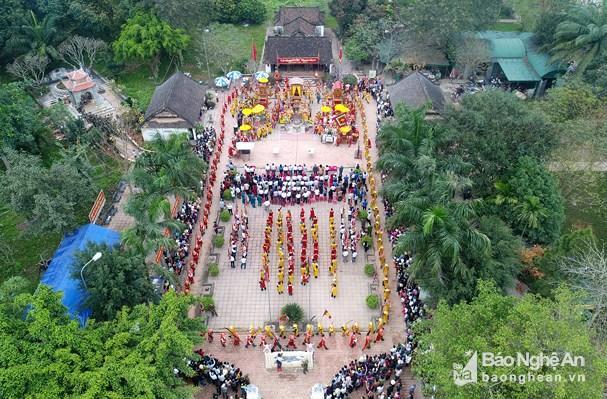 Toàn cảnh buổi khai mạc lễ hội Đền Quả Sơn năm 2018 (Ảnh: baonghean.vn)