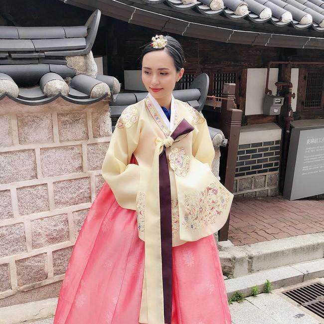 """Huyền Mi đẹp """"tuyệt trần"""" trong bộ Hanbok truyền thống của Hàn Quốc"""