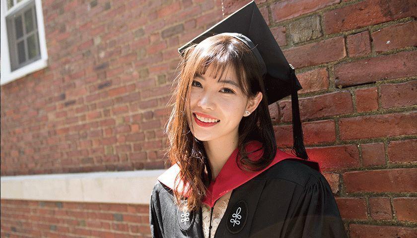Lỗ Lâm Hi - cô gái với thành tích học tập khủng dù chuyên bỏ học và làm mẹ đơn thân năm 20 tuổi