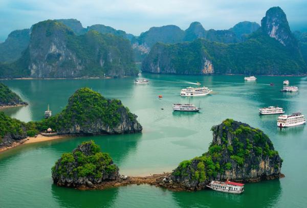 1. Vịnh Hạ Long. Vịnh nhỏ thuộc phần bờ Tây vịnh Bắc Bộ tại khu vực biển Đông Bắc Việt Nam, bao gồm vùng biển đảo thuộc thành phố Hạ Long, thành phố Cẩm Phả và một phần huyện đảo Vân Đồn của tỉnh Quảng Ninh. Vịnh Hạ Long trở thành một trong những điểm du lịch hấp dẫn nhất miền Bắc nói chung và Việt Nam nói riêng.