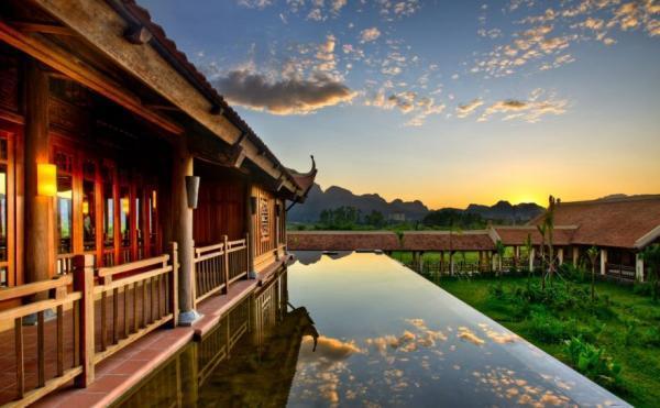 Kiến trúc bên ngoài của Emeralda resort. (Nguồn: mytour.vn)