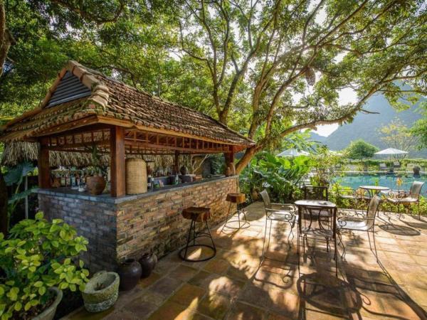 Không gian cạnh ngay hồ bơi. (Nguồn: Agoda)