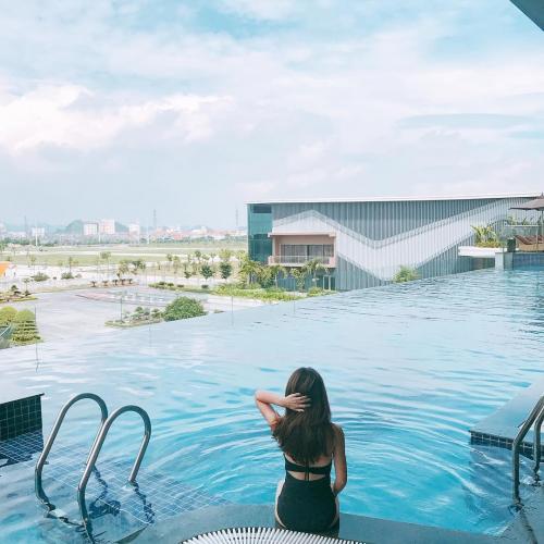 Bể bơi vô cực ở The Reed, Ninh Bình có không gian siêu hịn để check-in. (Nguồn: @linhbt218)