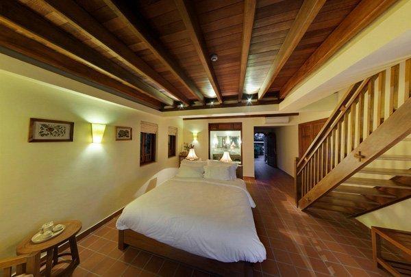 Không gian phòng ngủ ở Emeralda resort. (Nguồn: ivivu.com)