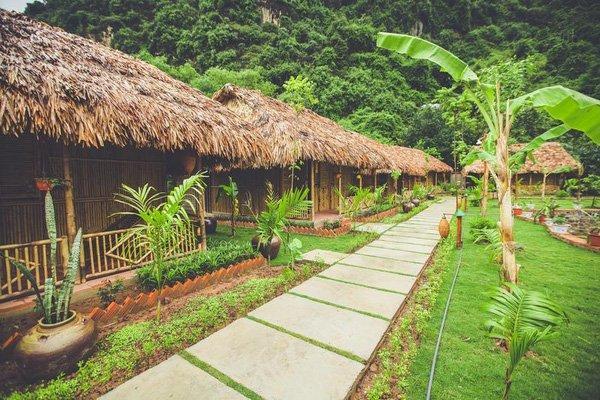 Mở cửa phòng ra là bạn đã có thể đón cả thiên nhiên vào nhà với cây xanh, với gió trời, với hương lúa thoang thoảng dịu dàng. (Nguồn: @high society boho)