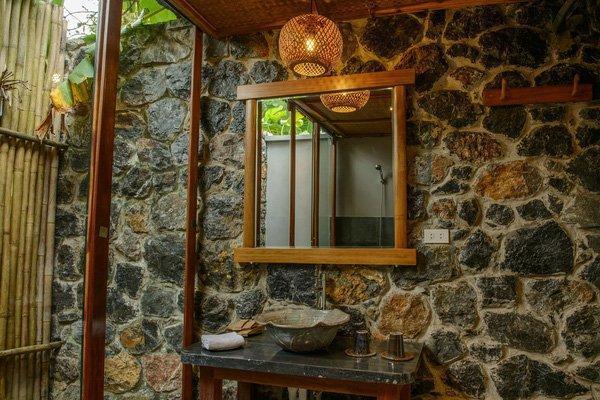 Các vật liệu trang trí và đồ dùng trong khu resort đều được làm từ chất liệu tự nhiên. (Nguồn: @nguyễn phương anh)