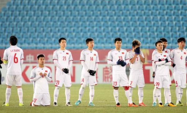 Trước khi bước vào loạt sút luân lưu để phân định thắng thua với U23 Qatar, các tuyển thủ U23 Việt Nam tỏ ra khá căng thẳng