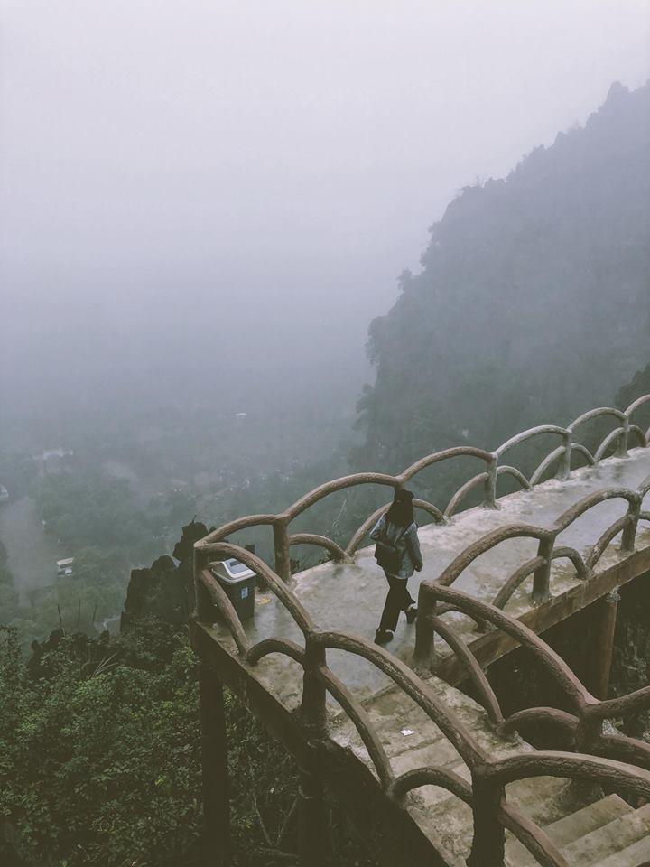 Mù mịt khói sương- Ảnh Đinh Loan