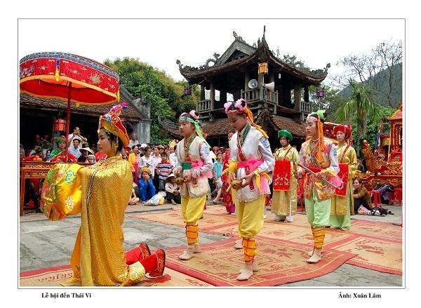 Lễ hội đền Thái Vi diễn ra từ ngày 14 đến ngày 16 tháng 3 âm lịch hàng năm. Ảnh: dulichninhbinh.com.vn.