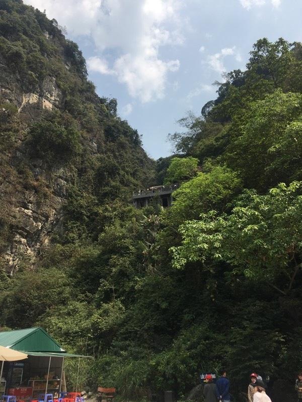 Quang cảnh hùng vĩ khi đứng từ chùa Cổ nhìn ra