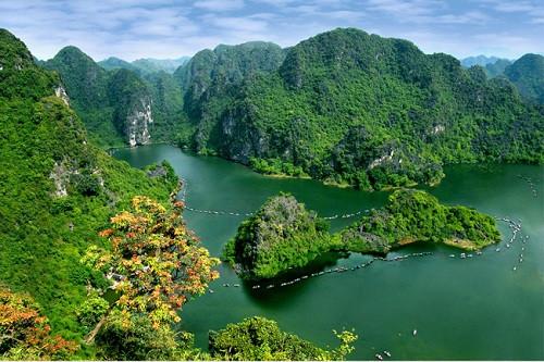 Tràng An là một địa điểm du lịch sinh thái lí tưởng của tỉnh Ninh Bình.