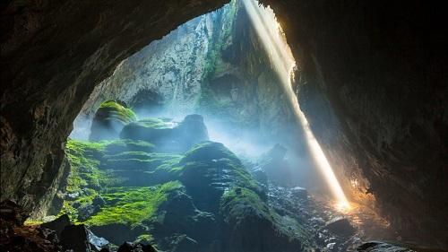 Hang Sơn Đoòng được đánh giá là hang động lớn nhất và nổi tiếng nhất thế giới.