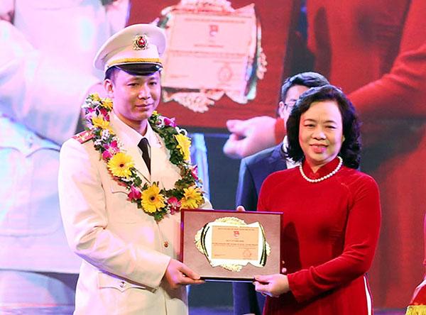 Đại úy Lê Thăng Bằng, gương mặt trẻ Thủ đô tiêu biểu năm 2017.