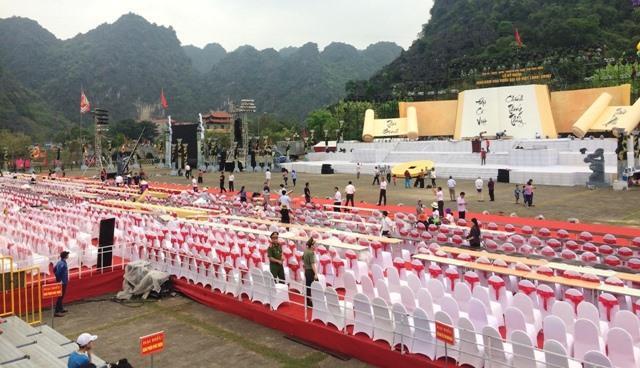 Sân khấu phục vụ lễ khai mạc được dàn dựng hoành tráng với trên 5.000 chỗ ngồi. Ảnh: NT