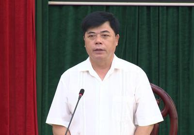 Đồng chí Đinh Chung Phụng, UVBTVTU, Phó Chủ tịch TT UBND tỉnh  phát biểu kết luận hội nghị