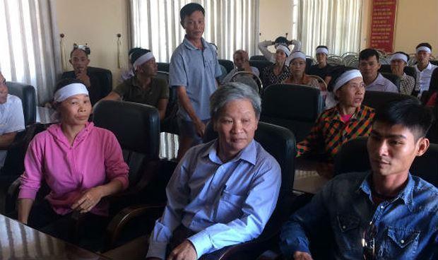 Người nhà anh Khước tại buổi làm việc với Công an huyện Thanh Miện.