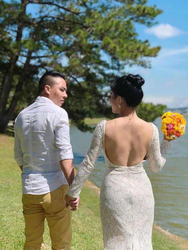 Hoàng Linh bất ngờ tuyên bố đường ai nấy đi với chồng sắp cưới.