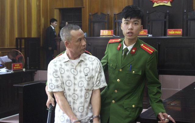 Bị cáo Huynh bị TAND tỉnh Hải Dương tuyên phạt 20 năm tù và bồi thường 224 triệu đồng cùng trợ cấp mẹ nạn nhân. Ảnh: Đ.Tùy