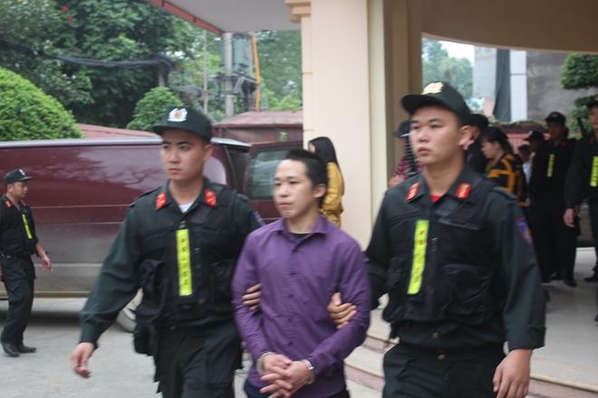 Lực lượng Hỗ trợ tư pháp Công an tỉnh áp giải bị cáo Vàng A Khua lĩnh án t.ử hình về tội mua bán tr.ái phép chất m.a t.úy.