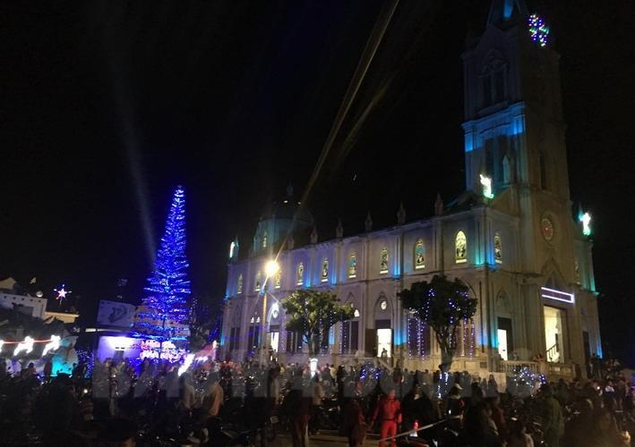 Giáo xứ Nhân Nghĩa, xã Nam Đồng (Nam Sách) là điểm đến của nhiều người trong mỗi dịp Noel