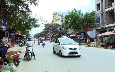 Tuyến đường nội thị - thị trấn Yên Bình được đặt tên là đường Hoàng Loan.