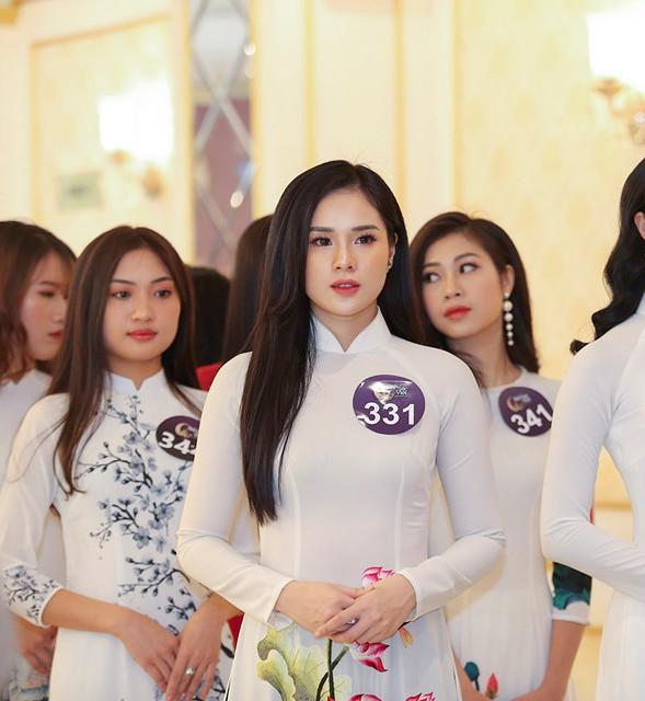 Nguyễn Thị Huyền Trang - bạn gái cầu thủ Trọng Đại xuất hiện trong buổi sơ khảo cuộc thi Hoa hậu Bản sắc Việt toàn cầu 2019.