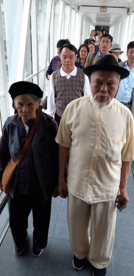 Cụ ông 92 tuổi sành điệu, tài trợ toàn bộ vé máy bay và kinh phí chuyến đi Đà Lạt - Nha Trang dành cho vợ và 16 người con