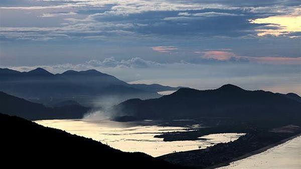 Xứ mây Lũng Vân được coi là nóc nhà xứ Mường Bi.