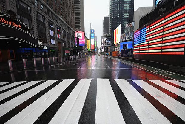 Bang New York hiện có 20.909 người nhiễm virus và 157 người tử vong. Trong đó, thành phố New York chiếm 12.339 ca bệnh và 99 ca tử vong. (Ảnh: AFP, Getty)