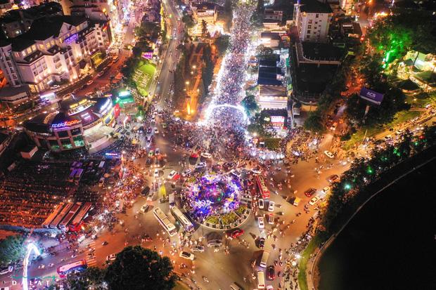 Toàn cảnh góc trung tâm Đà Lạt ngày đầu nghỉ lễ