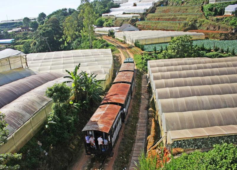 Năm 1972, do chiến sự ác liệt ở miền Nam, tuyến đường sắt đã ngưng hoạt động. Giữa năm 1975, khi đất nước thống nhất, tuyến tàu hỏa hoạt động trở lại nhưng không lâu sau đó cũng phải dừng vì không hiệu quả kinh tế. Hiện chỉ còn 7 km Đà Lạt - Trại Mát còn được sử dụng với mục đích phục vụ khách du lịch.