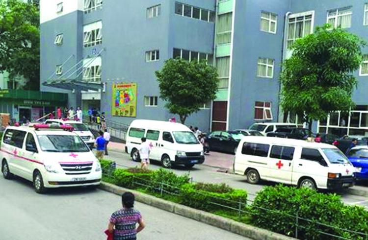 Có quá nhiều vấn đề liên quan xe cứu thương chở bệnh nhân trong các bệnh viện.