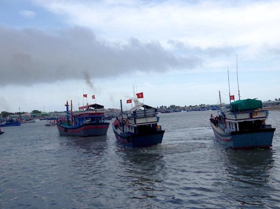 Các phương tiện thực hành xuất bến tham gia bảo vệ chủ quyền biển, đảo Việt Nam. Ảnh: Lĩnh Kiên