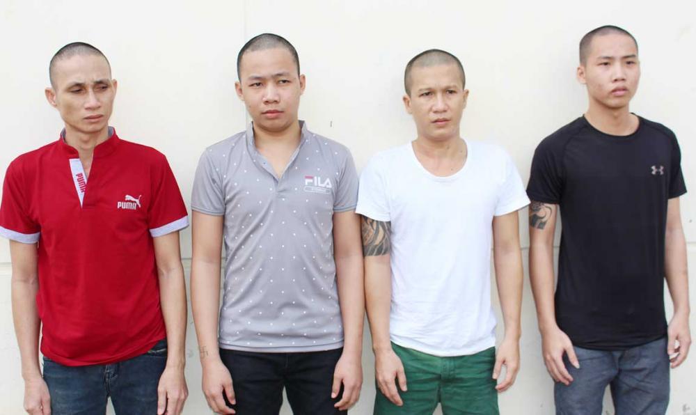 4 đối tượng trộm.