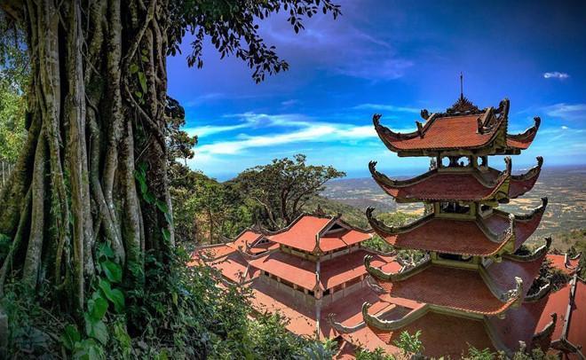 Mái chùa Linh Sơn Trường Thọ.