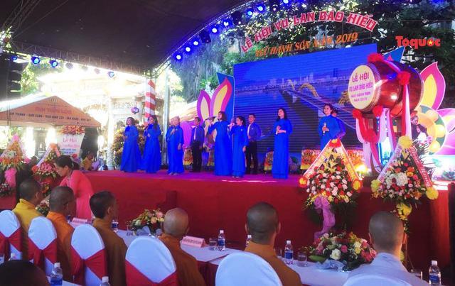 Lễ hội Vu Lan báo hiếu – Ngũ Hành Sơn năm 2019 chính thức khai mạc trước khuôn viên động Âm phủ thuộc Khu Di tích Danh thắng Ngũ Hành Sơn.