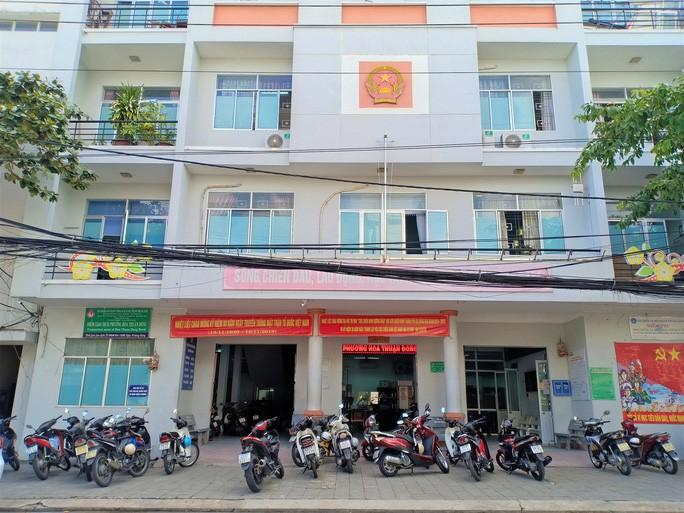 UBND phường Hòa Thuận Đông nơi diễn ra vụ việc
