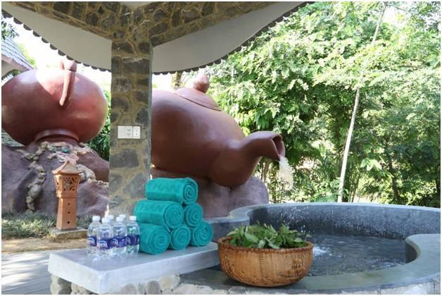 Khu vực tắm trà xanh với đầy đủ vật dụng cần thiết để du khách có một trải nghiệm tắm trà tiện nghi nhất