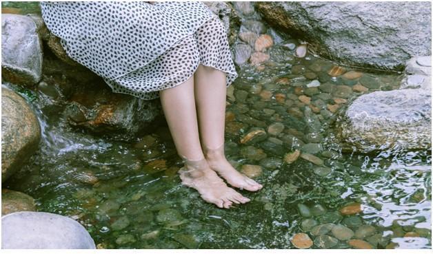 Ngâm chân tại điểm phát lộ giúp lưu thông tuần hoàn m.áu