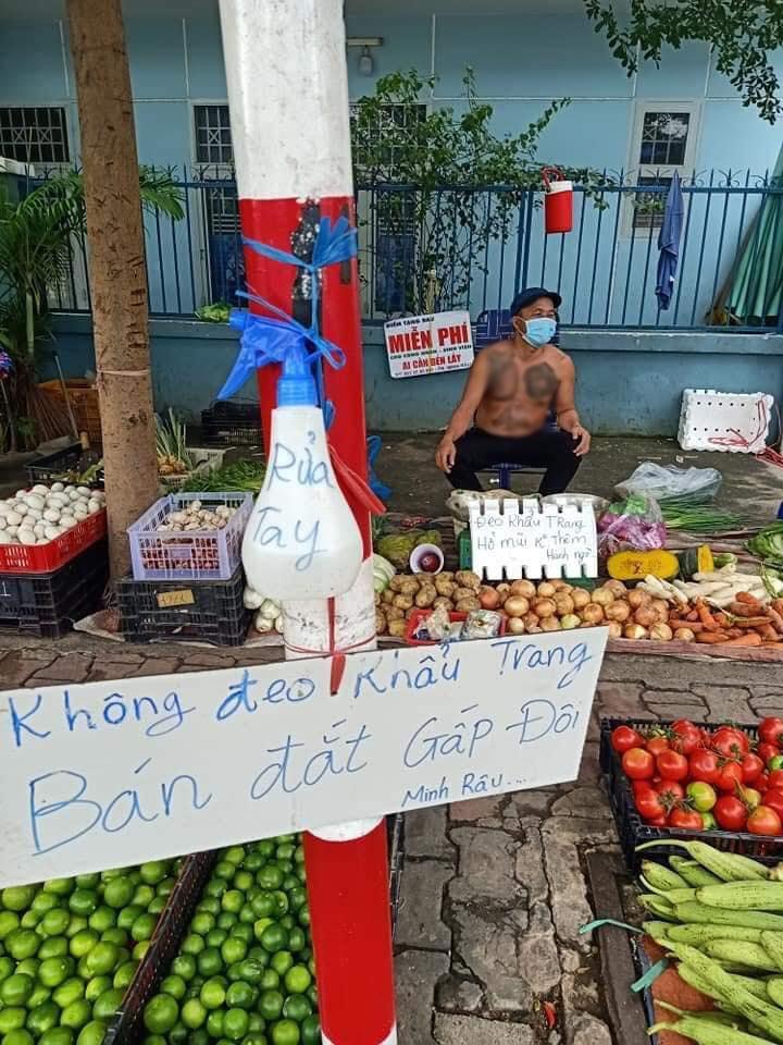 Một ý tưởng thú vị đến từ anh bán hàng rau củ quả. (Ảnh: Minh Râu)