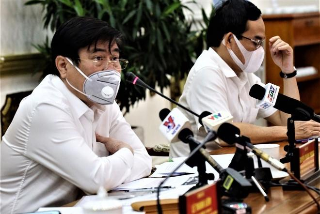 Chủ tịch UBND TP.HCM trong buổi họp Ban chỉ đạo phòng chống dịch Covid-19 ngày 10/8. (Ảnh: HMC)