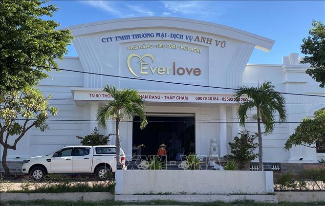 Các cơ sở kinh doanh dịch vụ không thiết yếu tại huyện Ninh Phước đóng cửa, dừng hoạt động để phòng, chống dịch bệnh. Ảnh: Công Thử/TTXVN