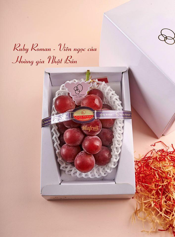 Được biết, đây là giống nho Ruby Roman - đặc sản của tỉnh Ishikawa, Nhật Bản. Ảnh: Mia Fruits.
