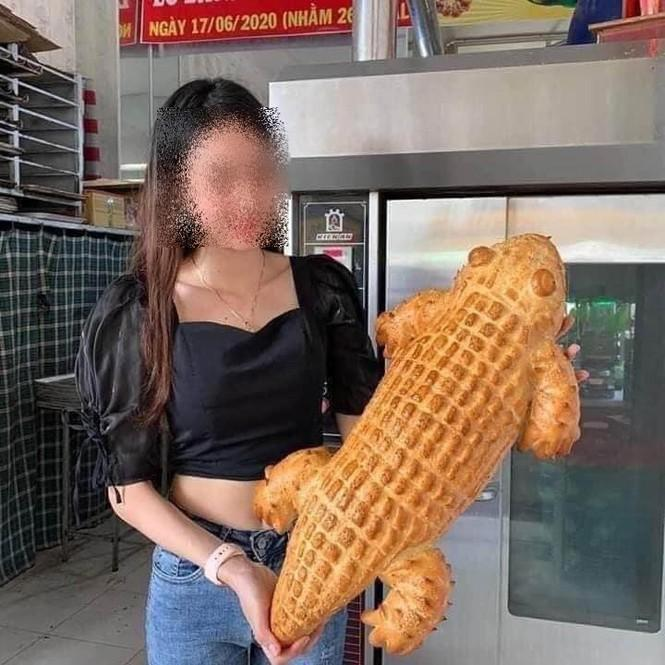 Bánh mì cá sấu mà shop quảng cáo...