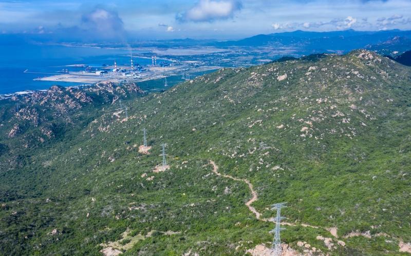Đường dây 500 kV sẽ kết nối từ TBA đến điểm chuyển Vân Phong-Vĩnh Tân dài 2km và từ điểm chuyên Vân Phong - Vĩnh Tân kết nối nhiệt điện Vĩnh Tân dài 13,5 km.