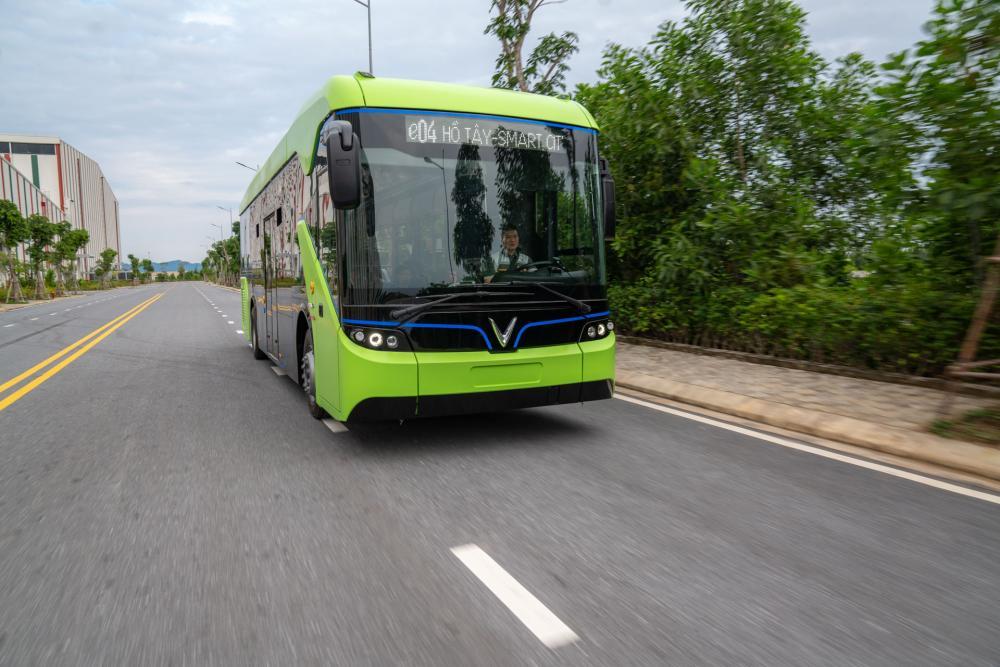 VinBus sẽ tập trung vận hành tại Hà Nội, TP.HCM và Phú Quốc với số lượng dự kiến 150-200 xe trong giai đoạn đầu. Thời gian hoạt động từ 5 giờ tới 22 giờ hàng ngày, bình quân 10-20 phút một lượt xe.