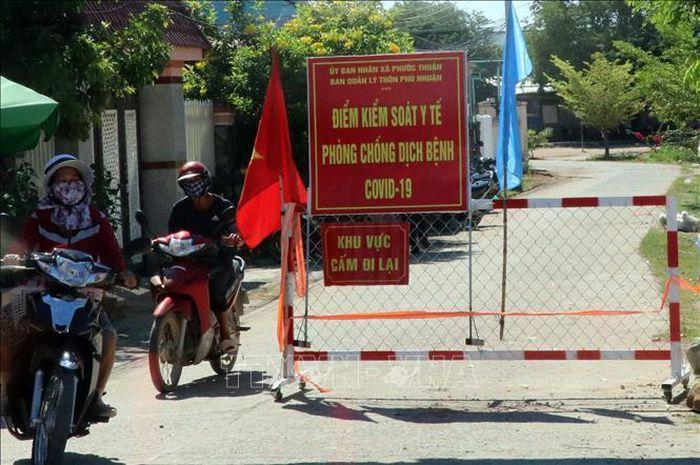 Chốt kiểm soát phòng, chống dịch COVID-19 tại xã Phước Thuận (Ninh Phước, Ninh Thuận). Ảnh: Công Thử/TTXVN