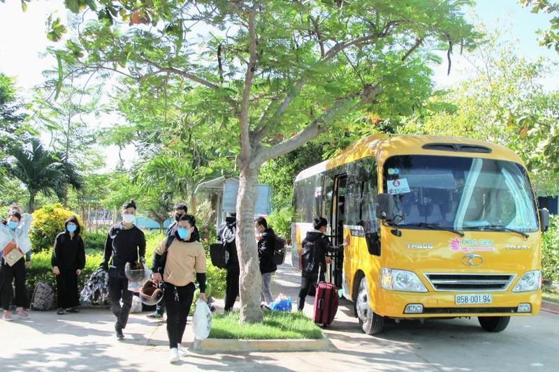 Ninh Thuận đón công dân từ Đồng Nai về khu cách ly cuối tháng 7-2021. Ảnh: NÚI XANH