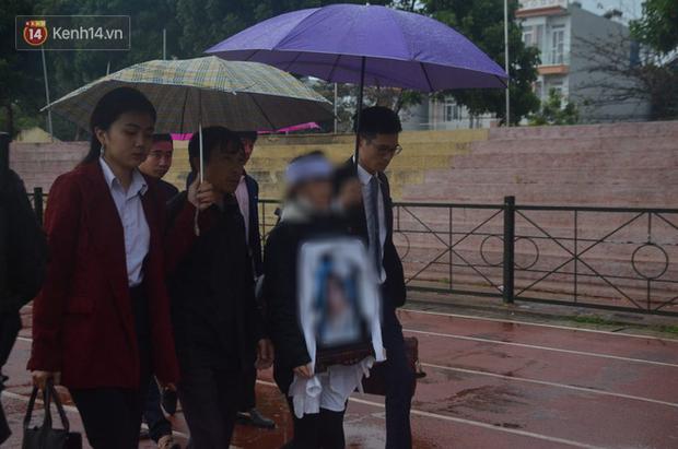 Gia đình nữ sinh Cao Mỹ Duyên trong phiên tòa sơ thẩm.
