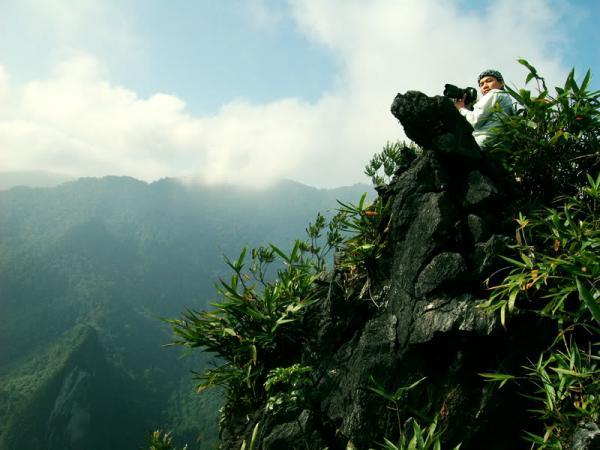 Chinh phục đỉnh núi Cẩn